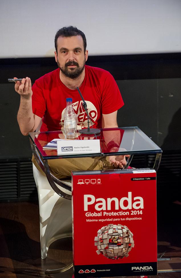 Nacho Vigalondo en un momento de la presentación del patrocinio de la película Open Windows por parte de Panda Security