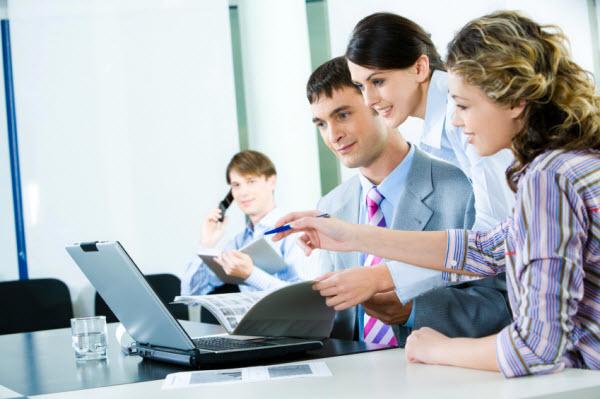 Personas con ordenador