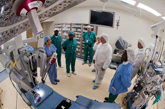 médicos-en-el-quirófano