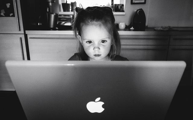 nina ordenador