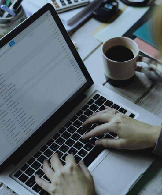 Cómo evitar los riesgos de los emails falsos
